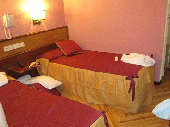 Hostal Hispano-Argentino: The beds