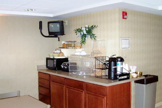 Warwick Inn & Suites: Break Fast Area