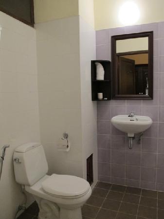Hotel Khamvongsa: bathroom