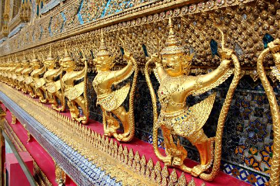 Bangkok Wat Phra Kaew - Picture of Temple of the Emerald ...