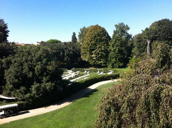 Four Seasons Hotel Firenze: view of park outside of our window