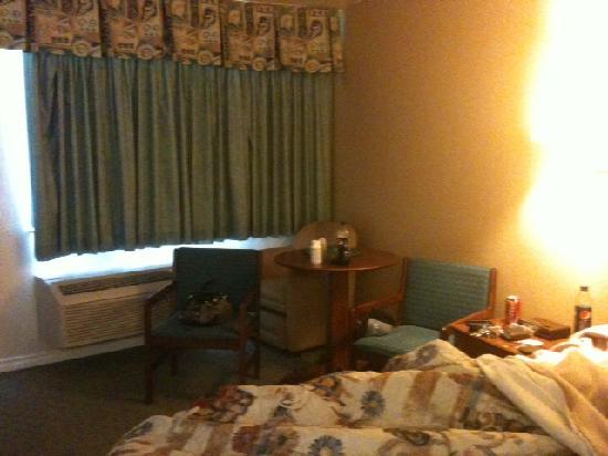 Edgewater Inn & Suites: room 327