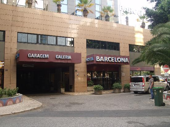 3k Barcelona Hotel: A view from the front of the hotel