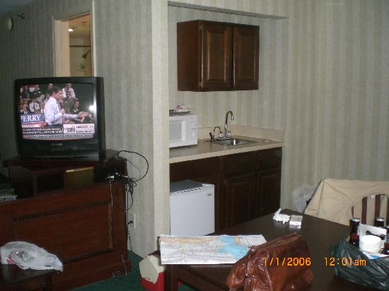 Radisson Hotel And Suites Chelmsford Lowell Corner With Microwave Refrigerator Sink