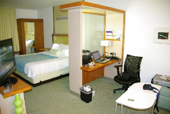 SpringHill Suites Rexburg : divided room