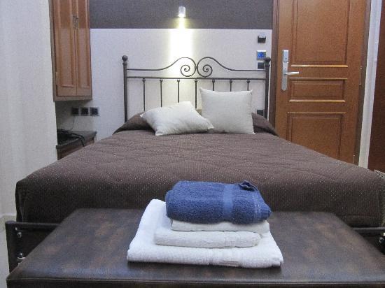 Hotel Tony: bed