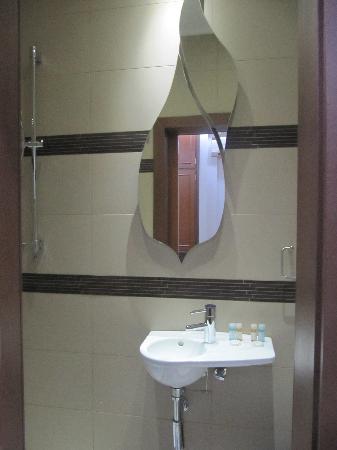 Hotel Tony: bathroom