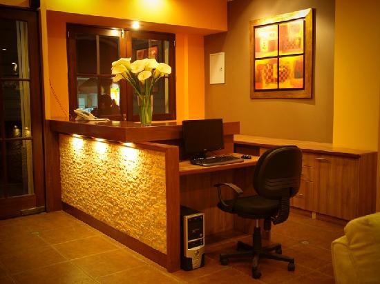 Los Tambos: Front Desk