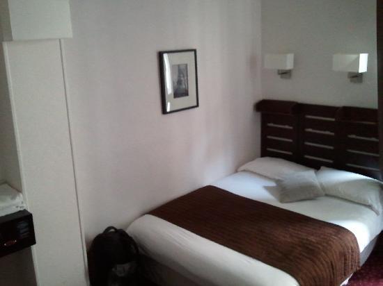Hotel du Lion d'Or Louvre : Room
