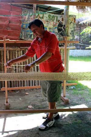 Puerto Morelos Artists' Cooperative: The friendly Mayan artisan who made our hammocks