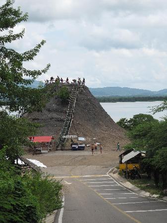 Volcan de Lodo El Totumo (Mud Volcano): llegando al volcan