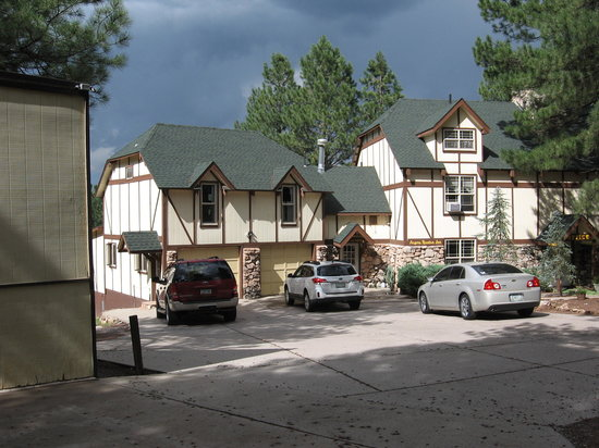 Arizona Mountain Inn & Cabins: The Inn.