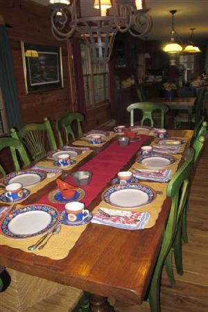 Branchport, NY: Dining Area in the Cabin