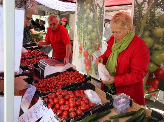Noosa Farmers Market: The tomato grower