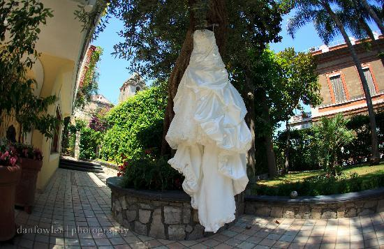Villa La Contessina: villa grounds & wedding dress