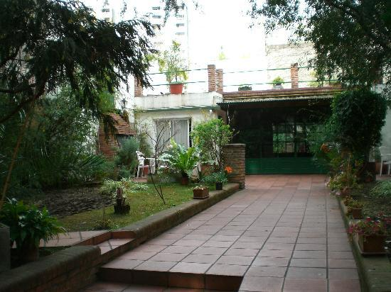 Caseron Porteno B&B: Courtyard with dance studio at rear