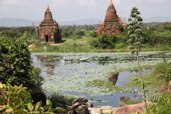 พุกาม, พม่า: Bagan Pagodas over lake