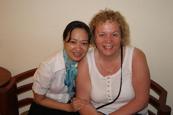 Hanoi Charming 2 Hotel: Sophie & Karen.