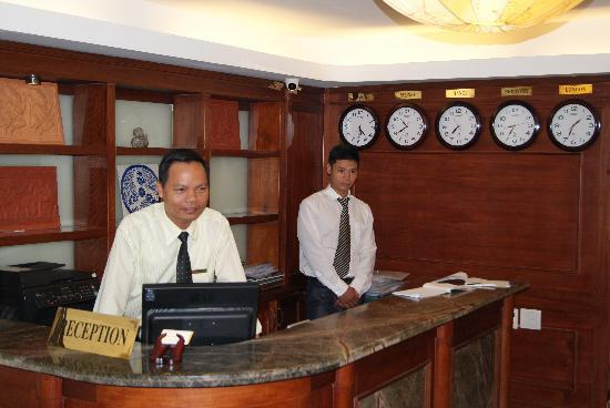 Hanoi Charming 2 Hotel: Some of the very friendly staff.