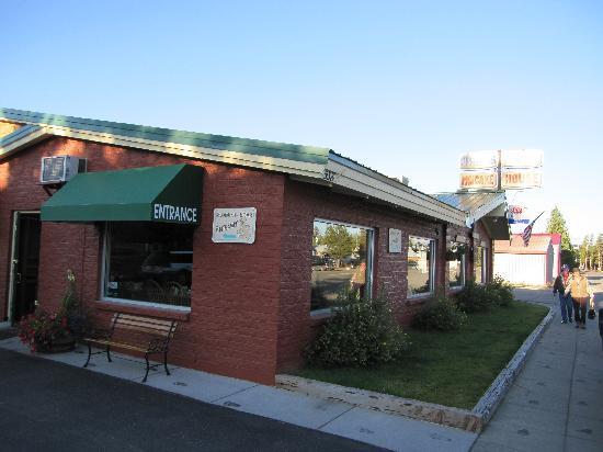 Running Bear Pancake House : The restaurant