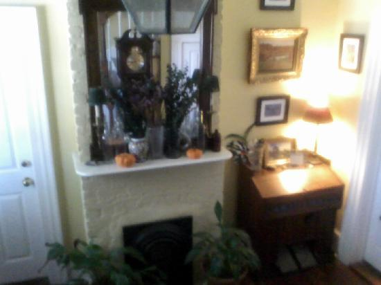 Chez Palmiers Bed and Breakfast: Another view of entryway