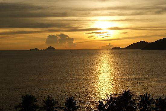 Novotel Nha Trang: Sunrise from our balcony.