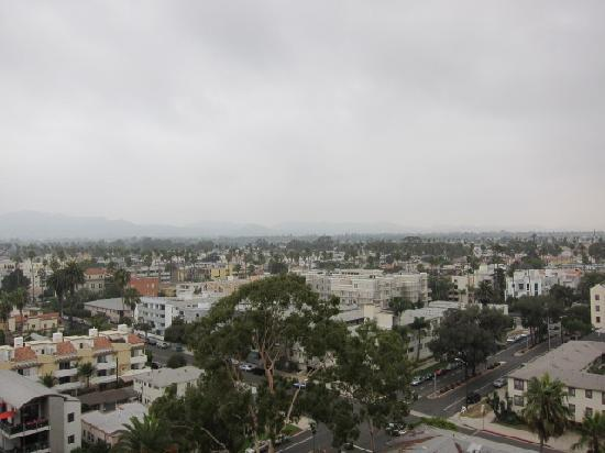 Huntley Santa Monica Beach: View from our Malibu Suite, beach is there but weather wasn't the best