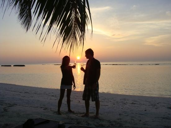 คุรีดุ ไอแลนด์ รีสอร์ท แอนด์ สปา: sunset in kuredu
