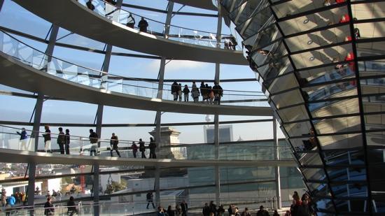 สภาผู้แทนราษฎรเยอรมัน: view from inside the glass dome