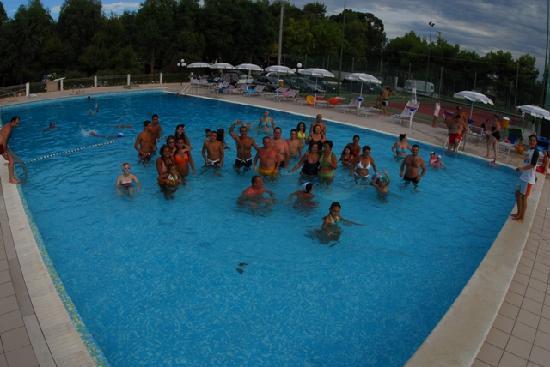 Villaggio Camping Stella del Sud: animazione in piscina