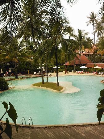 Patong Beach Hotel: la piscina