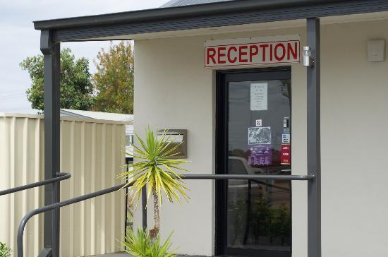 Red Earth Motel: Reception