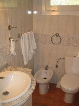 Elviria, İspanya: bathroom