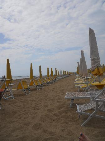 Hotel Principe Palace: the beach almost empty on the morning of our last day