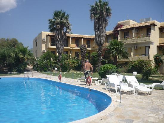 Minoas Hotel: La piscina, disfrutable.....