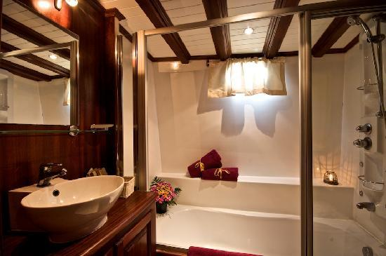 Plaghia Boat & Breakfast: bagno extra lusso