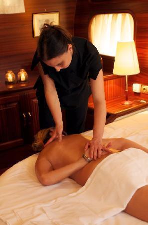 Plaghia Boat & Breakfast: i massaggi a bordo