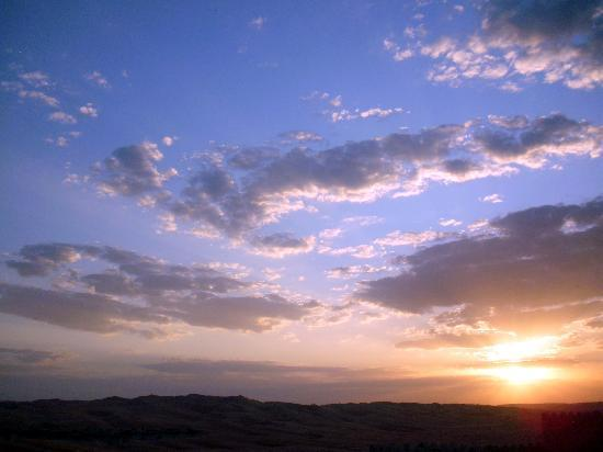 Qasr Al Sarab Desert Resort by Anantara: Sunset!