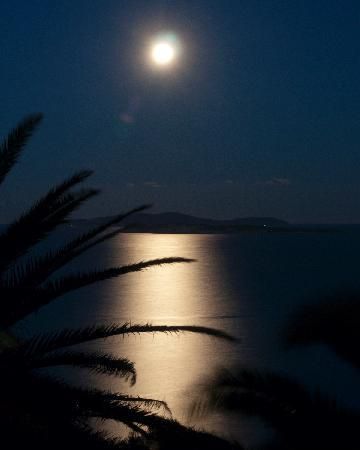Romanza Hotel: Moonlight over Mathraki islands from room balcony