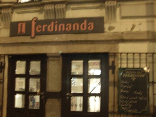 Ferdinanda : Entrada al local