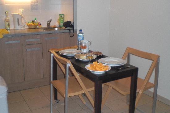 Residhome Privilege Toulouse Occitania : le coin cuisine pour notre petit repas