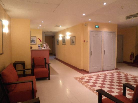 Hotel Les Cigales : Reception
