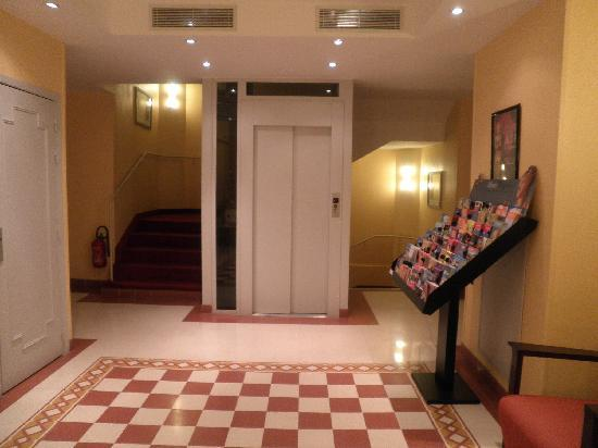 Hotel Les Cigales : Lift