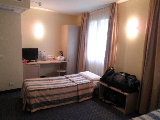 Hotel les Cigales: TV