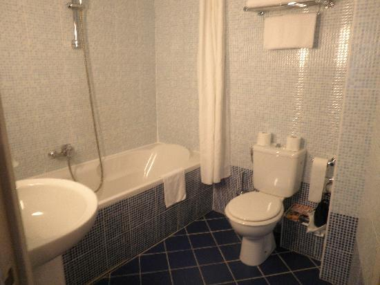 Hotel Les Cigales : Bathroom