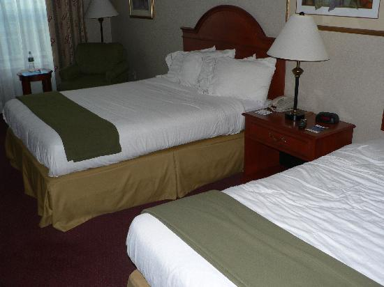 Holiday Inn Express & Suites White River Junction: Double beds