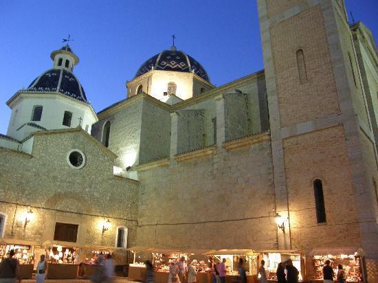 Parroquia de Nuestra Señora del Consuelo: mercado