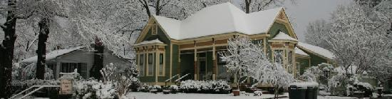 Azalea Inn Bed and Breakfast: Yes, It snows in Texas!