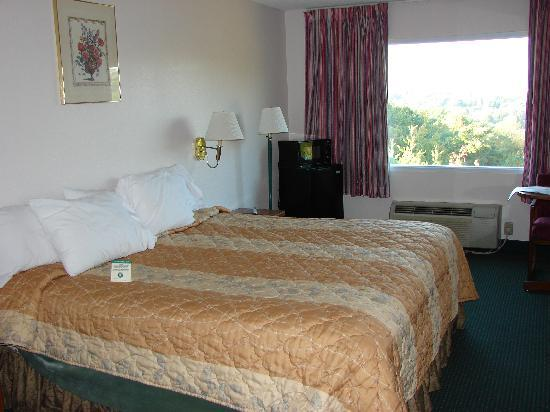 Days Inn Dahlonega: Room 213