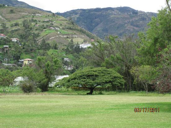 Hacienda Uzhupud: View of the mountains and grounds